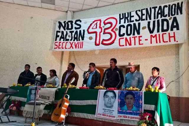 CNTE-Michoacan-padres-normalistas-Ayotzinapa