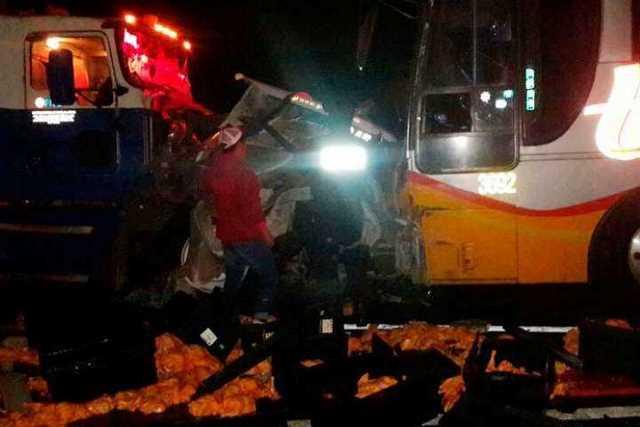 choque-autobus-trailer-Copandaro
