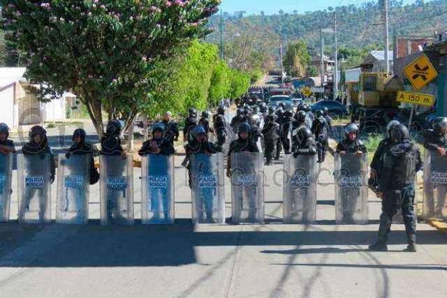 enfrentamiento-indigenas-granaderos-Caltzontzin-Uruapan-3