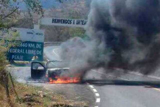 incendio-vehiculos-normalistas-Arteaga