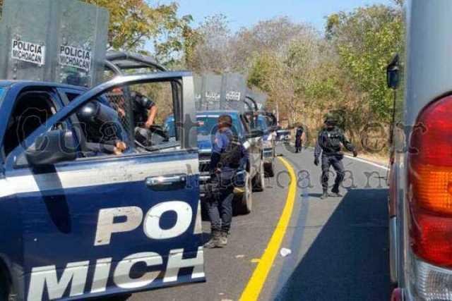 operativo-policia-Arteaga-normalistas