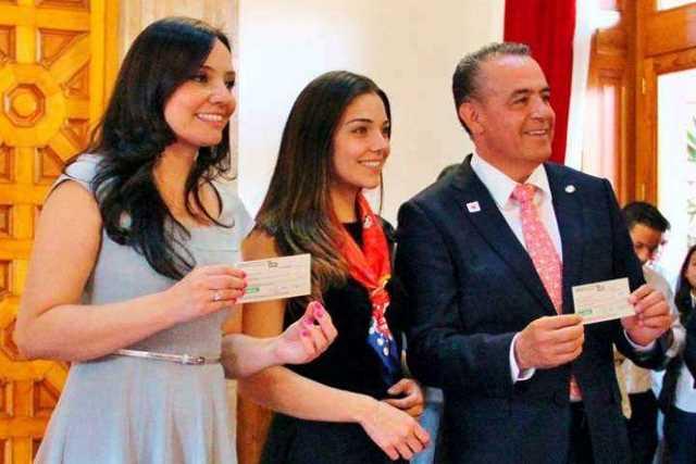 Adriana-Hernandez-y-Pascual-Sigala-Cruz-Roja