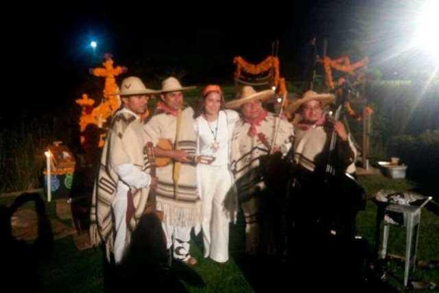 Ana-Claudia-Talancon-Noche-de-Muertos-Michoacan