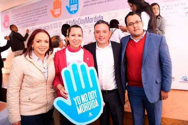Andrea-Villanueva-y-Carlos-Quintana-Yo-No-Doy-Mordida