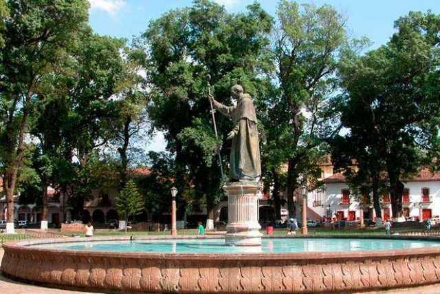 Tata-Vasco-Plaza-Grande-Patzcuaro