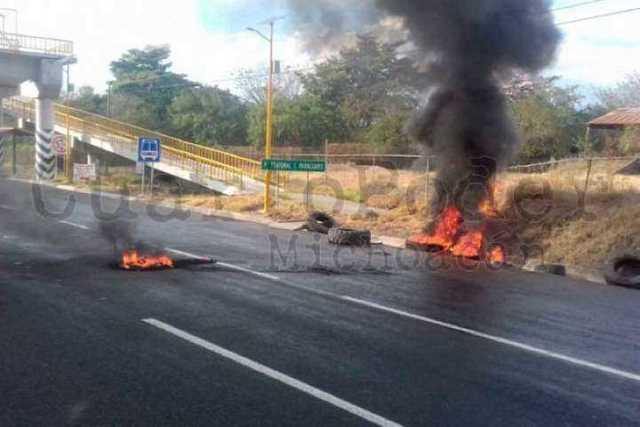 narcobloqueos-Michoacan-2