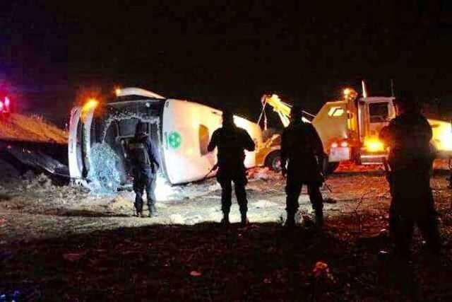volcadura-camion-autobus