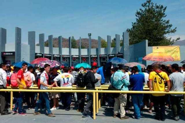 fila-venta-boletos-Monarcas-Morelia