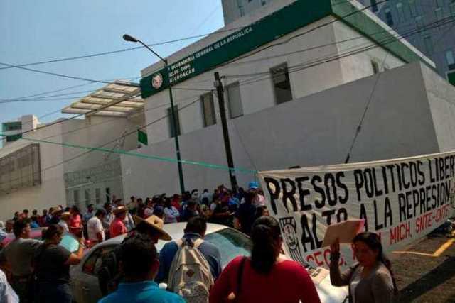 manifestacion-CNTE-PGR-Morelia-3
