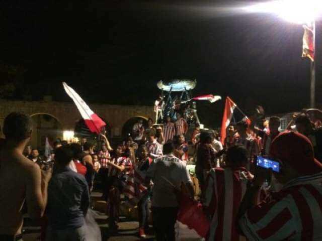 aficionados Chivas festejo Tarascas