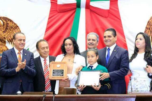 Silvano-Aureoles-Medalla-Merito-Docente