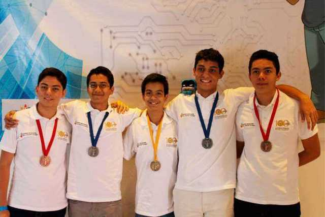 estudiantes-informatica-medallas