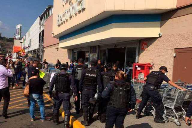 granaderos-Walmart-Morelia-La-Huerta