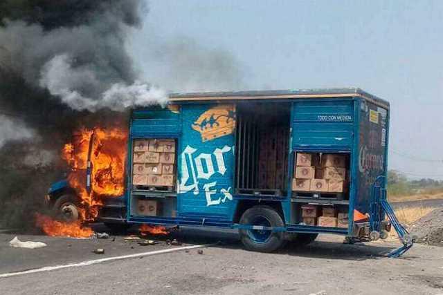 narcobloqueo-Michoacan-incendio-vehiculo-11