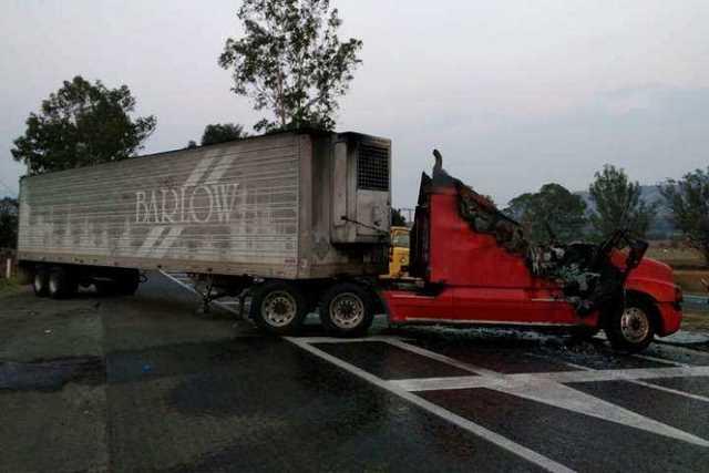 narcobloqueo-Michoacan-incendio-vehiculo-16