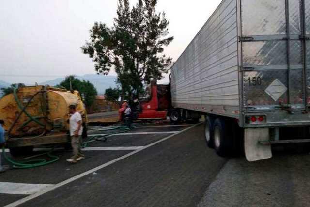 narcobloqueo-Michoacan-incendio-vehiculo-17
