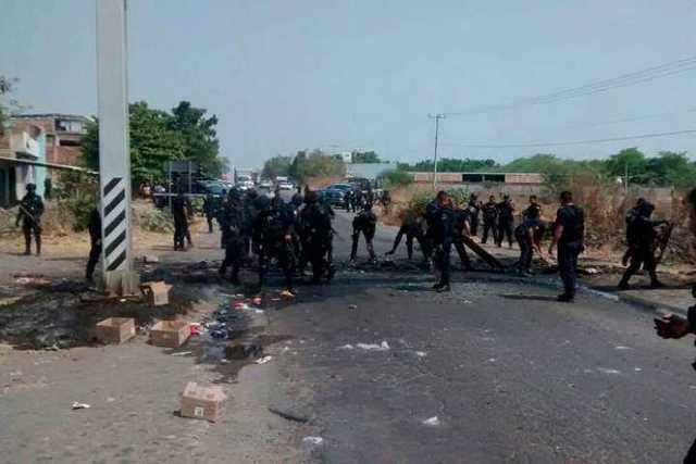 narcobloqueo-Michoacan-incendio-vehiculo-5