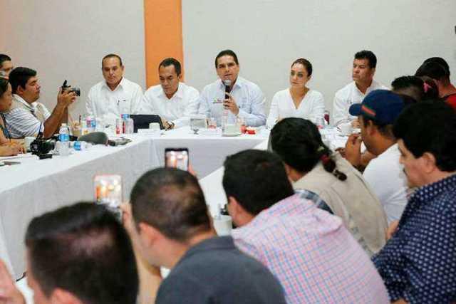 reunion-Silvano-Aureoles-familia-Salvador-Adame-periodistas-Apatzingan-3