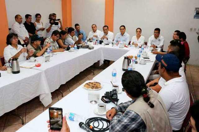 reunion-Silvano-Aureoles-familia-Salvador-Adame-periodistas-Apatzingan