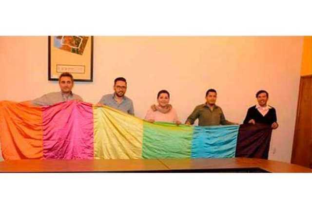 Victor-Calderon-bandera-gay-Alvaro-Obregon-2
