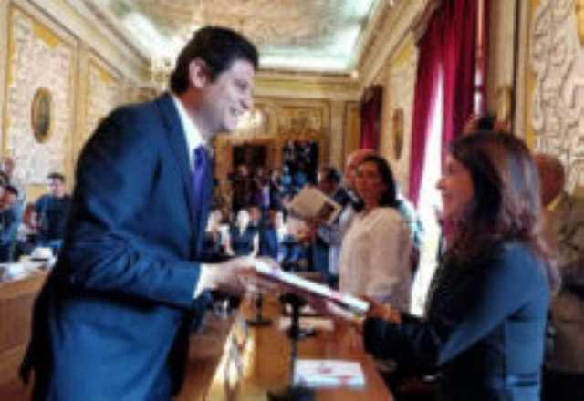 Alfonso Martinez entrega informe