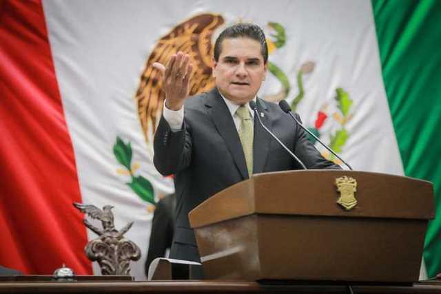 Silvano Aureoles Congreso Bandera Informe