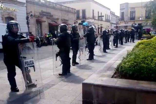 granaderos operativo plaza Melchor Ocampo