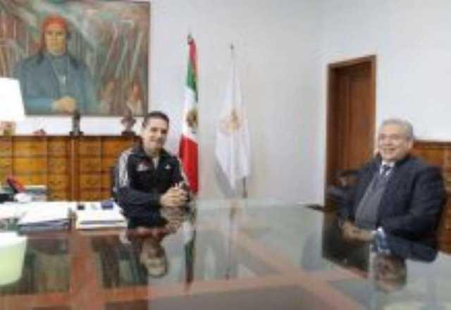Silvano Aureoles y presidente del STJEM Marco Antonio Flores Negrete