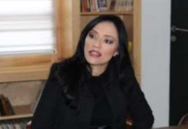 3 Adriana Hernandez
