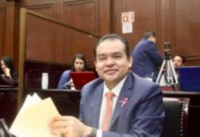 4 Tony Martínez
