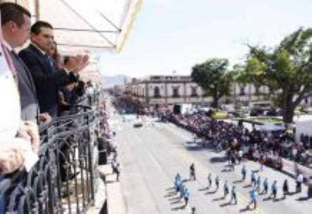 Silvano Aureoles desfile