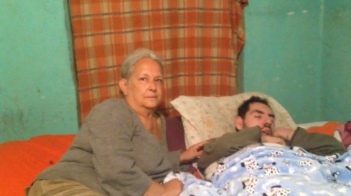 María Concepción Contreras e hijo Leopoldo Lecuona